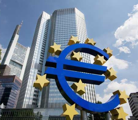 Euro finds support amid variable USD and risk tones