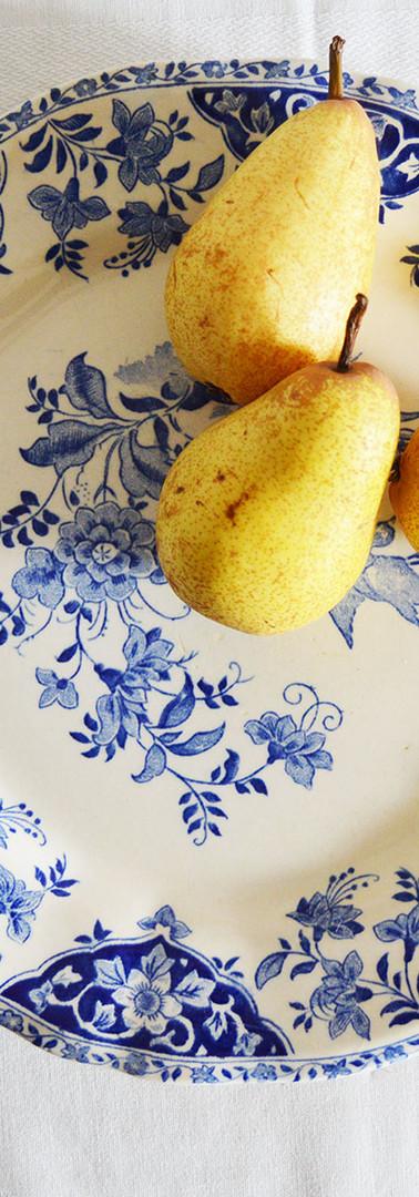 Plat en porcelaine, motifs fleuris bleus