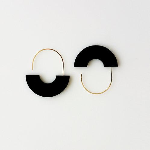 Arch Earrings Black