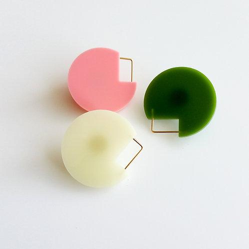Cutout Brooch Color
