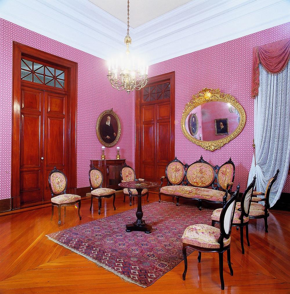 Museu-Imperial-Sala-de-visitas-da-imperatriz-d.-Teresa-Cristina-1009x1024.jpg