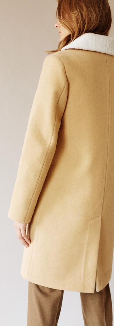 Женские пальто с мехом внутри
