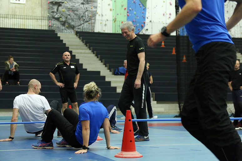 Leonardo coaching a team of students