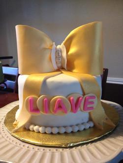 Classic gold bow smash cake