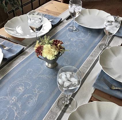 Versaille Ecru/Blue Table Runner