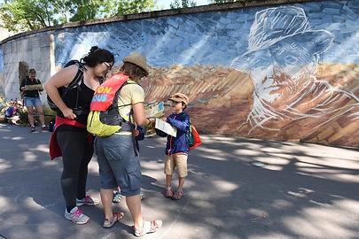 Jeux de piste Sagara : Participants de Re Lyon Nous 2019 devant la Fresque Jean Moulin