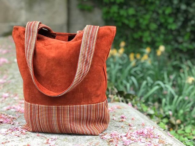 https://www.customcollaborative.org/shop-new-products/the-nnedi-small-colorblock-tote-clay-paint-8002