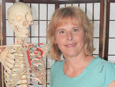 Osteopaattiopiskelija Sari Saranki-Jalkanen ottaa vastaan Soukka Wellnessissä