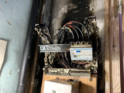 Sécu-Domo-Elec à Saumur découvre un tableau électrique qui a prit feu chez un client