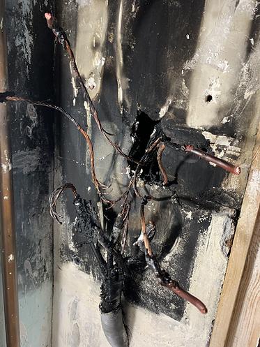 Sécu-Domo-Elec à Saumur démonte un tableau électrique ayant pris feu