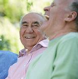 Drie vrienden lachen