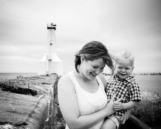 Mommy and me portrait Cobourg Harbour