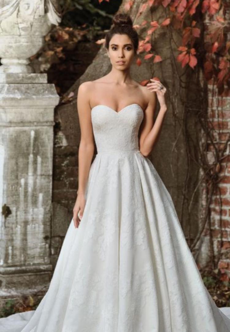 ustin Alexander Signature 9858. Size 12/14. Was £1680. Now £980