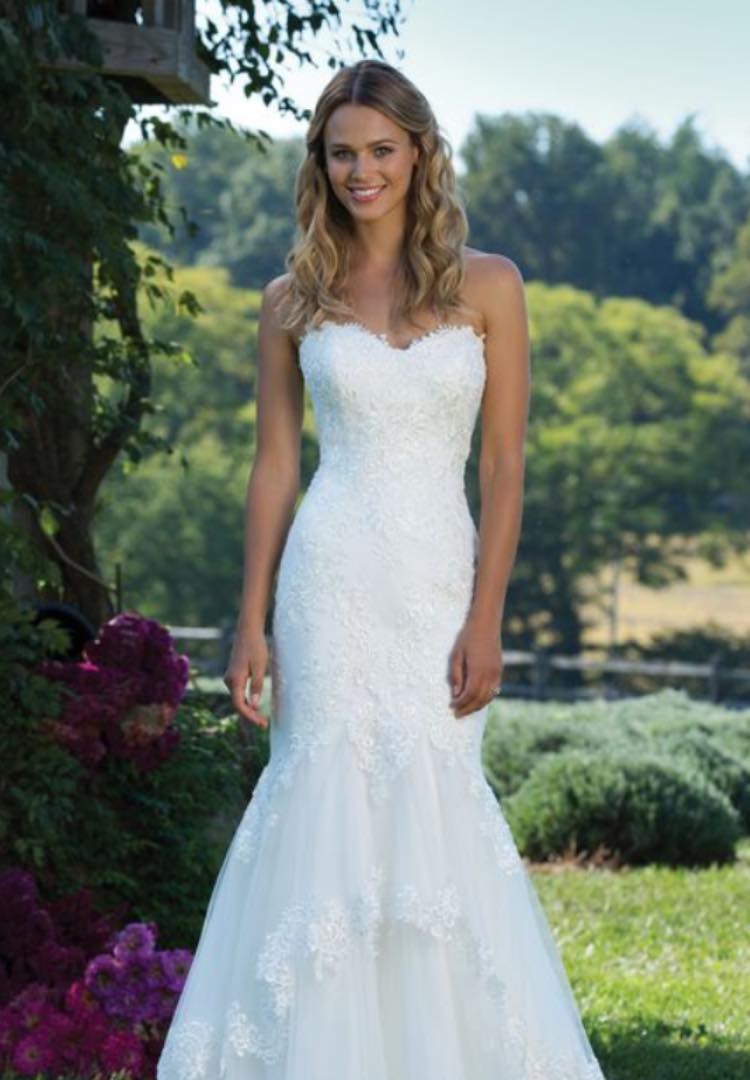 Sincerity 3988. Size 14/16. Was £1135. Now £550
