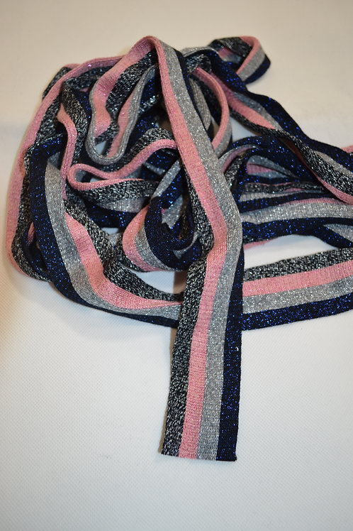 Knitted Trim With Pink