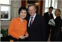 Yue-Sai with Chancellor Wolfgang Schussel of Austria.