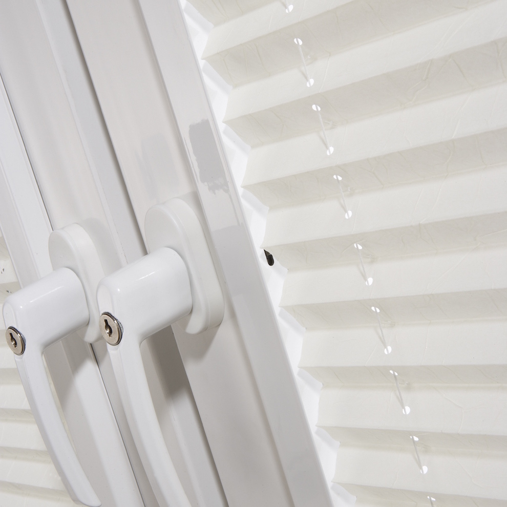 Pleated tilt and turn blinds
