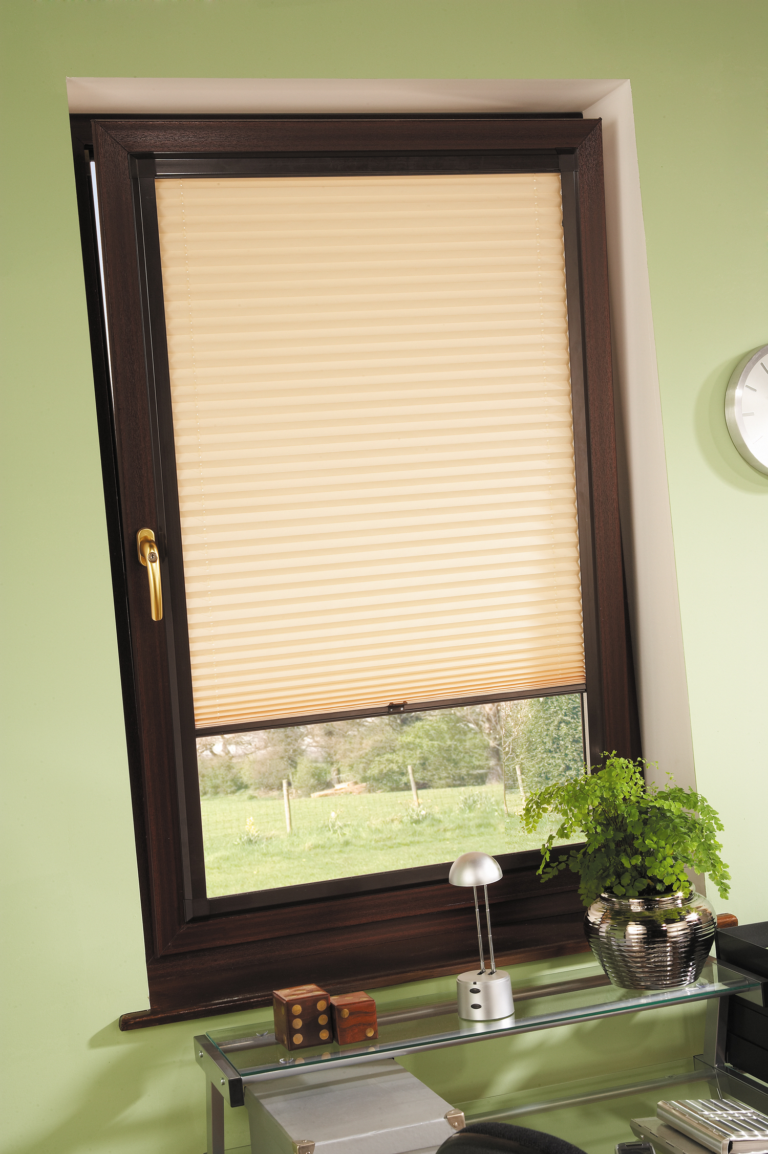 Tilt and turn blinds honeycomb