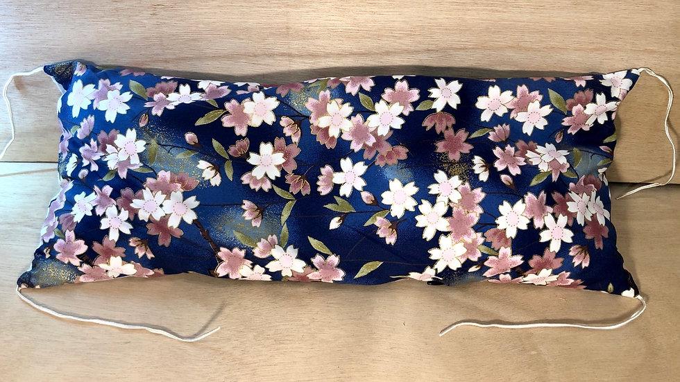Makura fleurs pâles