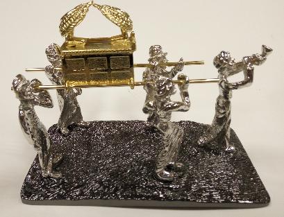 נושאי ארון הברית ענק