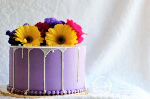 white-chocolate-drip-cake-with-flowers.j