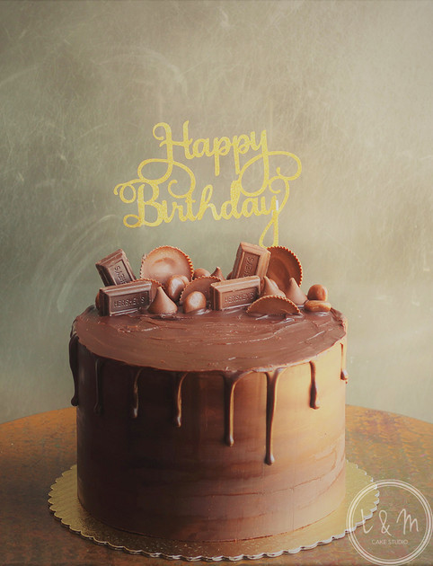 chocolate-drip-cake-with-candy.jpg