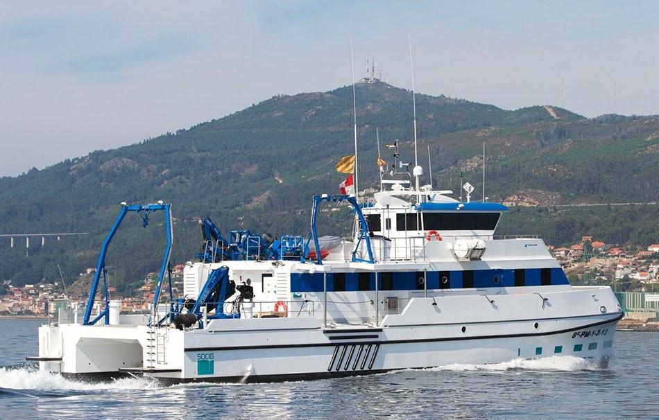 catamaranes-de-trabajo-rodman-82-2.jpg