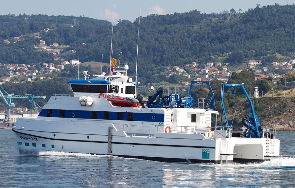 catamaranes-de-trabajo-rodman-82-3.jpg