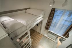 Кровать в семейном апартаменте-студи