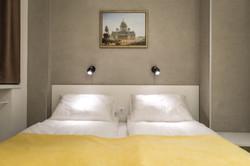 Кровать в апартаменте-комфорт 105