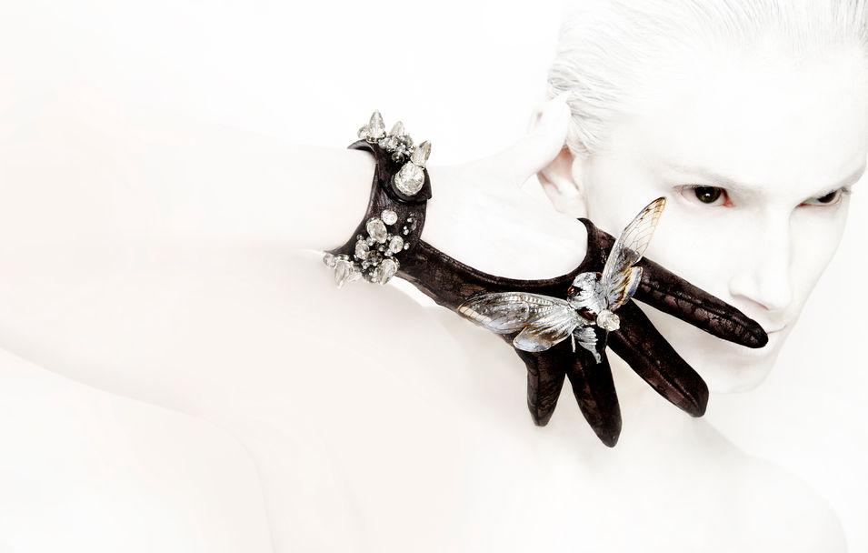 Gloves in Collaboration with House of Cach Photo: Michael David Adams Makeup: Viktorija Bowers Model: Marija Piskac