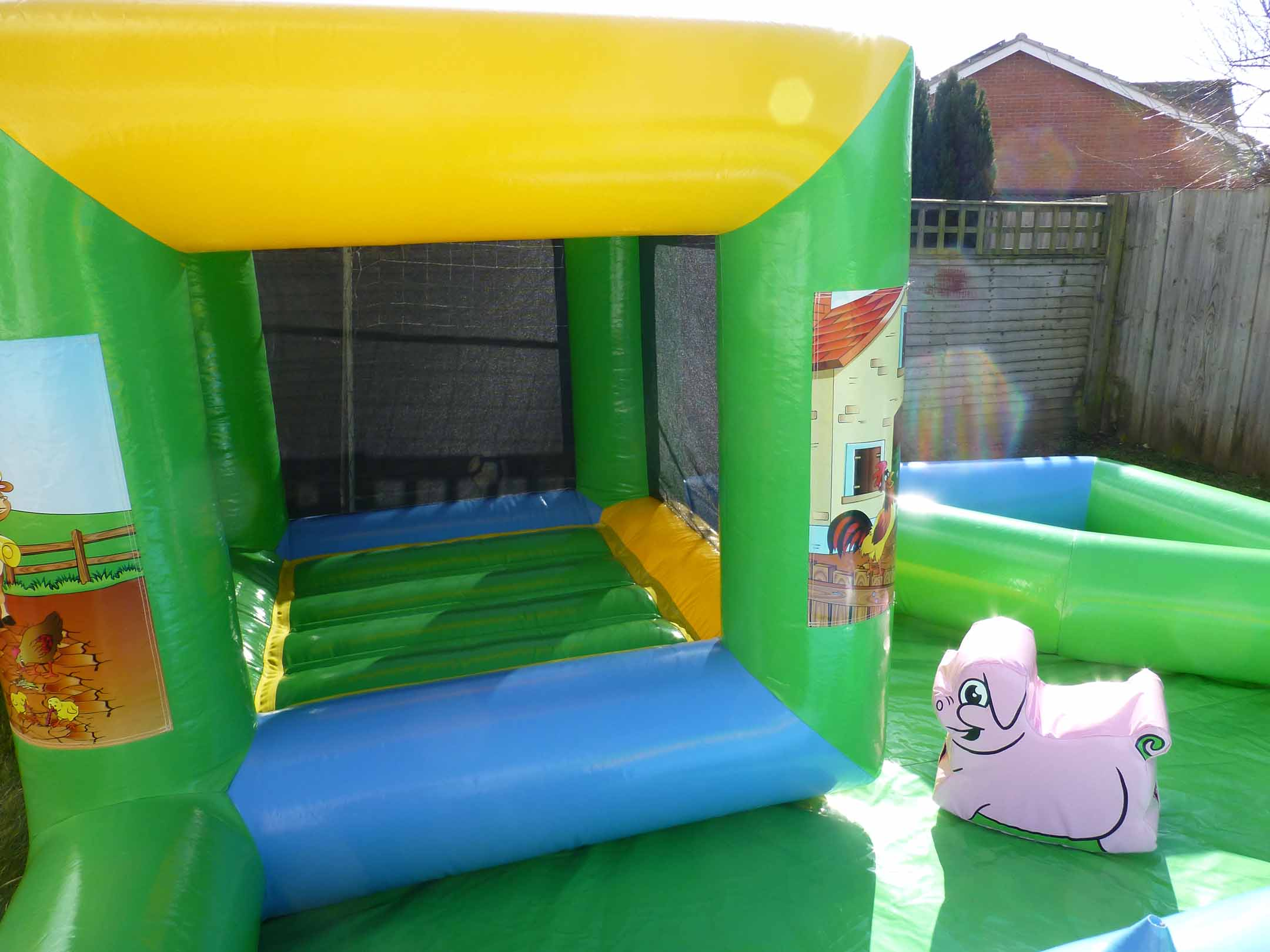 Farmyard Soft Play Bounce Barn