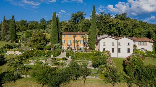 facciata-frontale-Borgo-il-Mezzanino-Sal