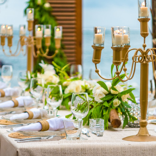 table-in-the-restaurant-on-the-beach-bal