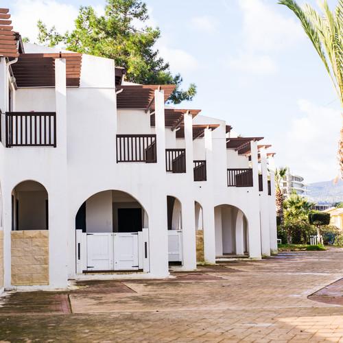 luxury-villa-resort-interior-PFT8KF5.jpg