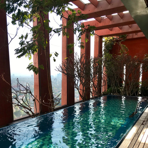 beautiful-rooftop-open-air-swimming-pool