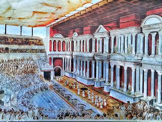 Das römische Theater wird heute noch benützt.