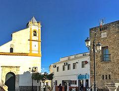 Der rote Uhrturm von Almadén