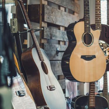 Western- und Klassikgitarren