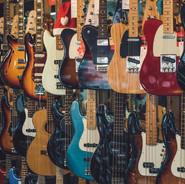 E-Gitarren & E-Bässe