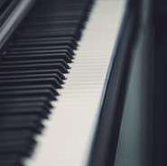 E-Pianos & Keyboards