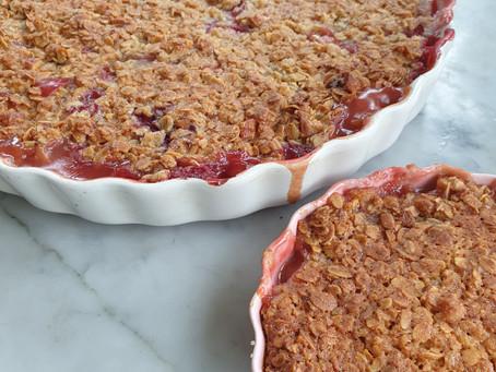 Vegansk Rabarberpaj med jordgubb och knäckigt havretäcke