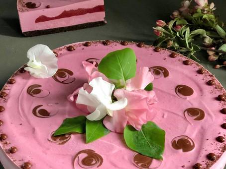Raw Jordgubbscheesecake, årets midsommartårta!