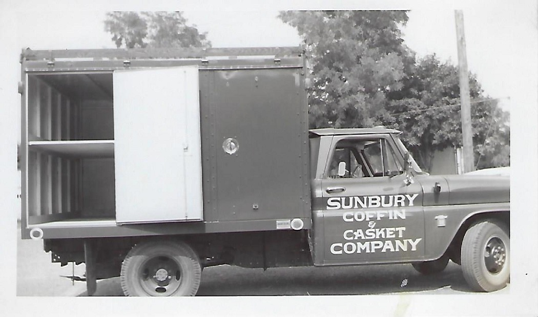 60'sCasketTruck1