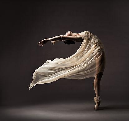 Ballerina Dancing with Silk Fabric, Mode