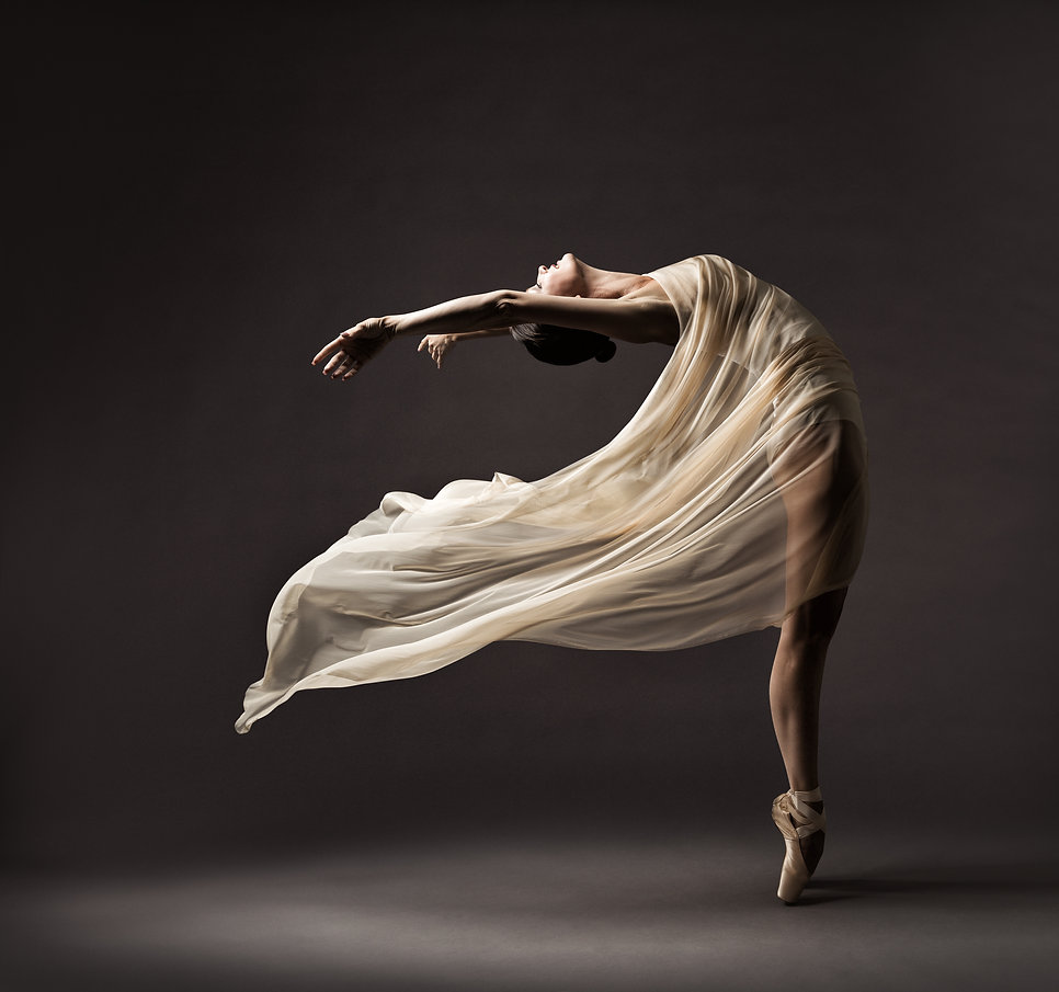 Ballerina Dancing with Silk Fabric, Mode