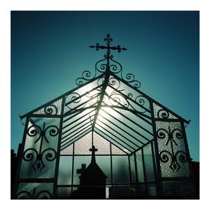 Grave_House_3.jpg