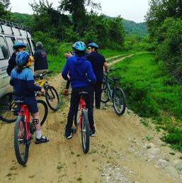 À vélo dans la forêt de Polidendri