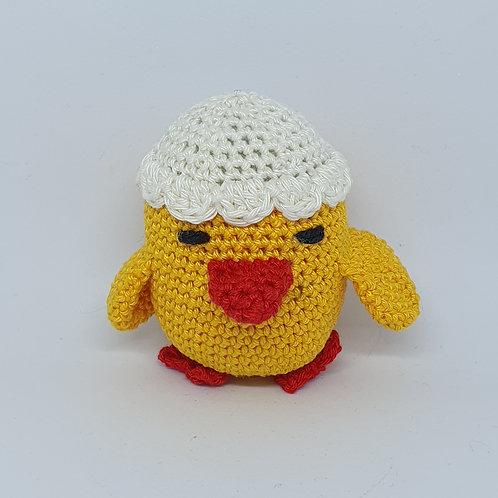 אפרוח צהוב עם קליפת ביצה על הראש בובה סרוגה