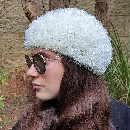 כובע שעיר לבן או שחור לאשה ולנערה